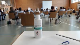 Corona und die damit einhergehenden Schutzmassnahmen waren auch an der Parteiversammlung der FDP Aargau in der Mehrzweckhalle Aarburg allgegenwärtig.