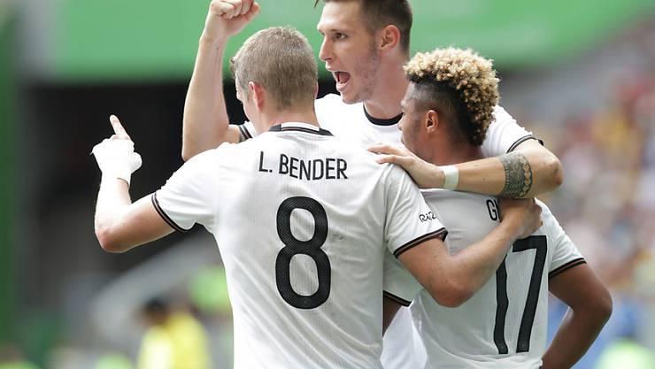 Deutschlands Fussballer feiern im Viertelfinal des Olympia-Turniers gegen Portugal einen ungefährdeten 4:0-Sieg