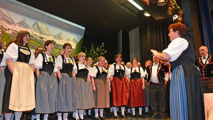 Abschliessend singt der Gesamtchor unter der Leitung von Ingrid Bärtschi.