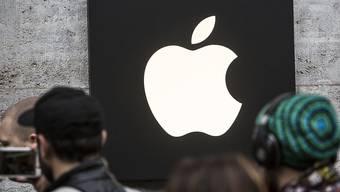 Die neuen iPhone-Geräte von Apple werden laut einem Medienbericht im Design des Modells X in drei Grössen lanciert.(Symbolbild)