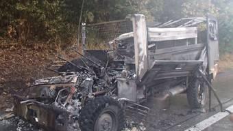 Brennendes Militärfahrzeug auf A1 bei Würenlos
