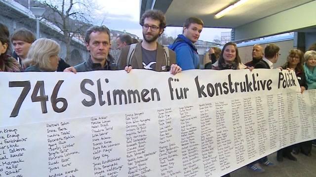 Demonstration gegen Rücktrittsforderung