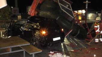 Im Video: Schweizer Auto rast in McDonalds-Imbiss: Zwei Verletzte