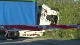 Weil der Fahrer vergass, seine Ladung zu sichern, musste die Industriestrasse bei Trimbach für mehrere Stunden gesperrt werden.