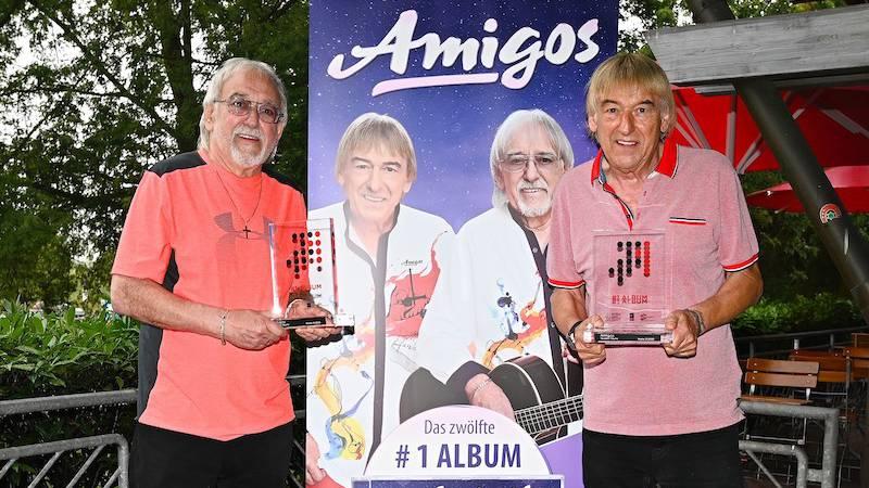 Amigos erhalten ihren 12 Nummer 1 Award