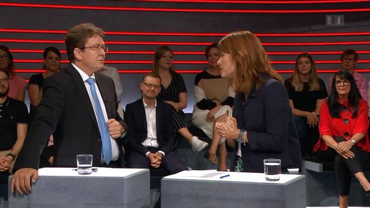 FDP-Präsidentin Petra Gössi hält SVP-Präsident Albert Rösti eine Standpauke.