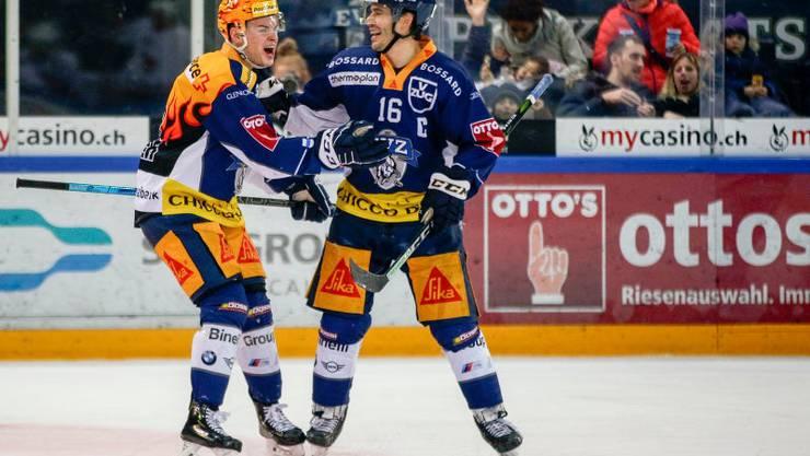 Grégory Hofmann (links), Torschütze zum 2:0, jubelt mit Raphael Diaz.