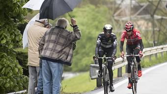 Die kalten und nassen Bedingungen machen den Fahrern und Zuschauern an der 71. Tour de Romandie zu schaffen
