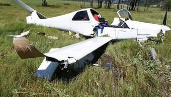 Am Donnerstagnachmittag stürzte ein Privatflugzeug beim Engadiner Flugplatz Samedan ab (Symbolbild).