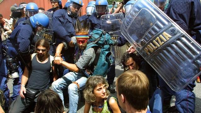 Demonstrationen gegen den G8-Gipfel in Genua vor zehn Jahren (Archiv)