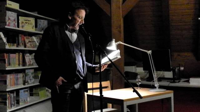 «Von fehlenden Goldbarren und Leichenteilen»: Marcel Gyr liest in Würenlingen.
