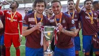 Die Servettiens Miroslav Stevanovic und Sébastien Wüthrich starten auswärts gegen YB in die Saison