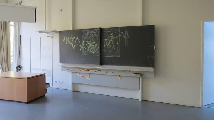 Die Unbekannten drangen im Oktober ins Schulhaus Burghalde ein und trieben ihr Unwesen.