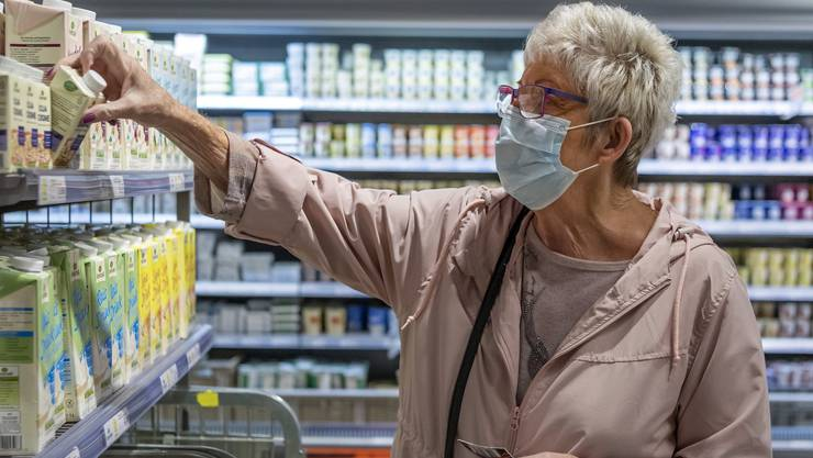Wer in Basel in einen Supermarkt will, muss seit Montag eine Maske tragen.