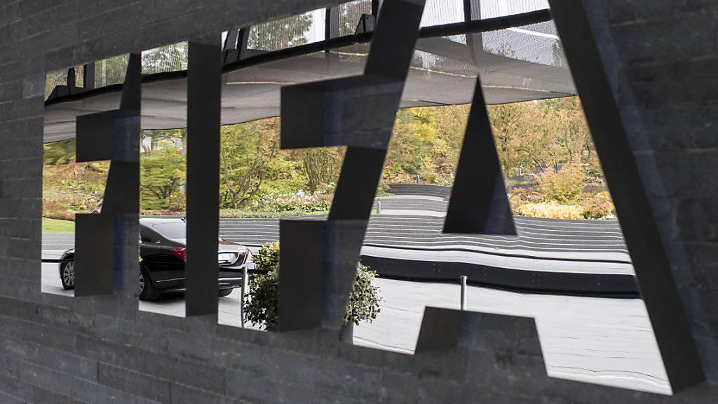 Die Bundesanwaltschaft hat den ehemaligen FIFA-Generalsekretär Jérôme Valcke einvernommen. Zudem wurde eine koordinierte Operation in mehreren Ländern durchgeführt. (Archivbild)