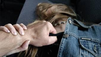 Julia S.* soll von Emre C. vergewaltigt worden sein. Symbolbild