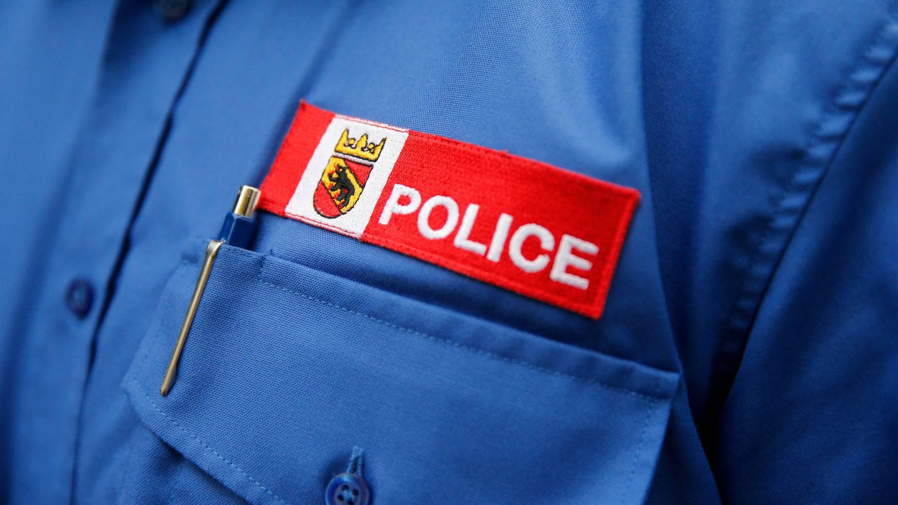 Die Kantonspolizei klärt ab, aus welchem Grund das Auto ins Rollen geriet. (Symbolbild)