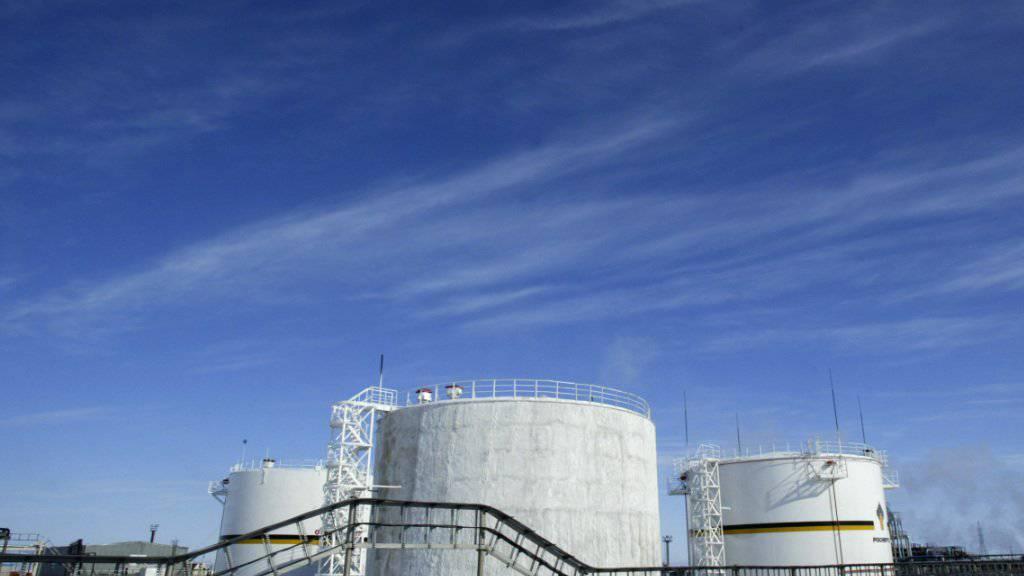 Der russischen Industrie, insbesondere der Erdölindustrie, setzten im vergangenen Jahr die internationalen Sanktionen stark zu. (Archiv)
