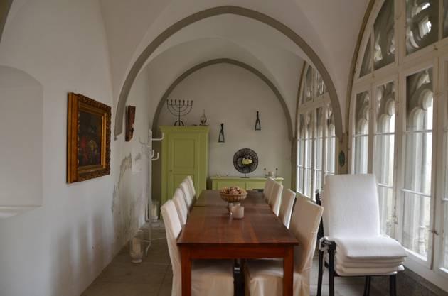In früheren Zeiten wurde hier vielleicht das Hausgesinde gespeist. Oder es warteten die Gäste des Abts auf den Hausherrn.