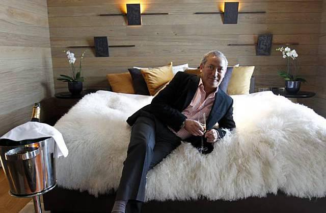 Samih Sawiris präsentiert sein erste Musterzimmer im Hotel «The Chedi» in Andermatt.