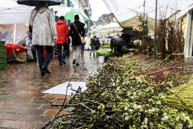 Verregneter Frühlingsmarkt in Solothurn.