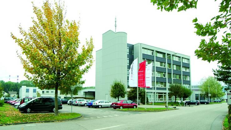 Vor 50 Jahren hat der Elektroingenieur Hans Schaffner in Solothurn seine erste Firma gegründet. Daraus ist im Lauf der Jahre ein Elektronik-Zulieferer entstanden, der das Auf und Ab der Globalisierung, ein Management-Buyout und einen Börsengang erlebt hat. Nach dem Wegzug von Von Roll und dem Niedergang von Swissmetall ist Schaffner die  letzte börsenkotierte Industriefirma im Kanton Solothurn. Global arbeiten über 2700 Personen für Schaffner, in Luterbach, dem Hauptsitz, noch 120.