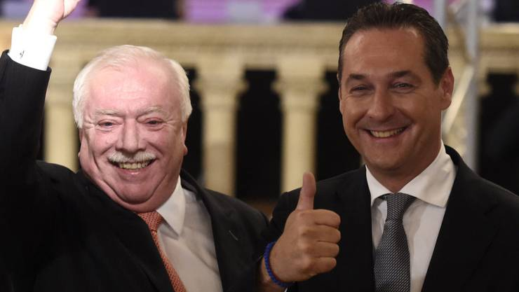 Bleibt Wiener Bürgermeister: SPÖ-Zugpferd Michael Häupl (links) - mit seinem Herausforderer Heinz-Christian Strache von der FPÖ.
