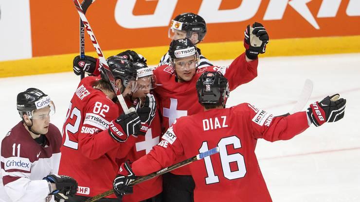 Die Schweizer gehen gegen Lettland 3:0 in Führung.