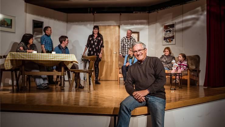 Theaterautor, Regisseur und Schauspieler: Jürg Bumbacher (vorn) ist das Rückgrat der Kolping-Theatergruppe.