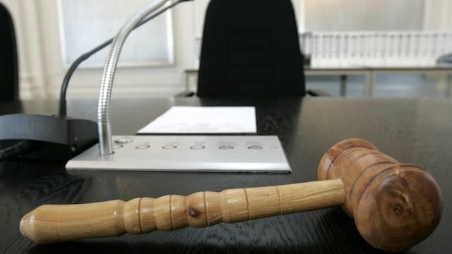 Das Strafgericht verurteilt den Mann, der nach seiner Schleuderfahrt im Juli 2009 zwei Fussgänger verletzte,  wegen mehrfacher fahrlässiger Körperverletzung zu einer Bewährungsstrafe von 24 Monaten. (Archiv)