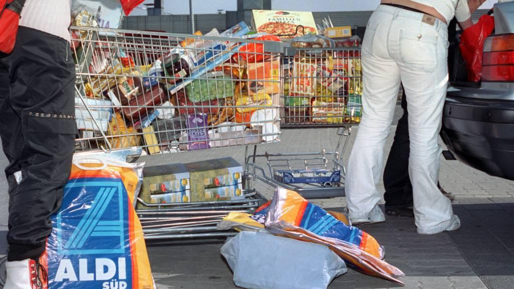 Der Nationalrat will den Einkaufstourismus ins grenznahe Ausland bremsen und die Mehrwertsteuer-Wertfreigrenze senken oder abschaffen. (Archivbild)