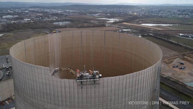 Das Ende der Atomenergie naht – der Kühlturm des AKW Mülheim-Kärlich in Rheinland-Pfalz wurde abgerissen.