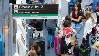 Da in zahlreichen Kantonen die Ferien begonnen haben, waren Hunderte Passagiere vom Flugchaos betroffen. (Symbolbild)