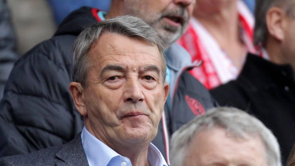 Wolfgang Niersbach verfolgte am Samstag noch das Spiel zwischen Mainz und Wolfsburg -jetzt nimmt er seinen Hut.(KEYSTONE/DPA/Fredrik Von Erichsen)