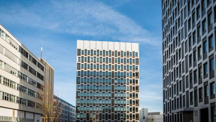 Blick auf die Roche-Hochhäuser: Die Niederlassungen von Roche oder Molecular Partners zeigen laut Andreas Geistlich, dass der Bio-Technopark Schlieren auch arrivierte Firmen anzieht.
