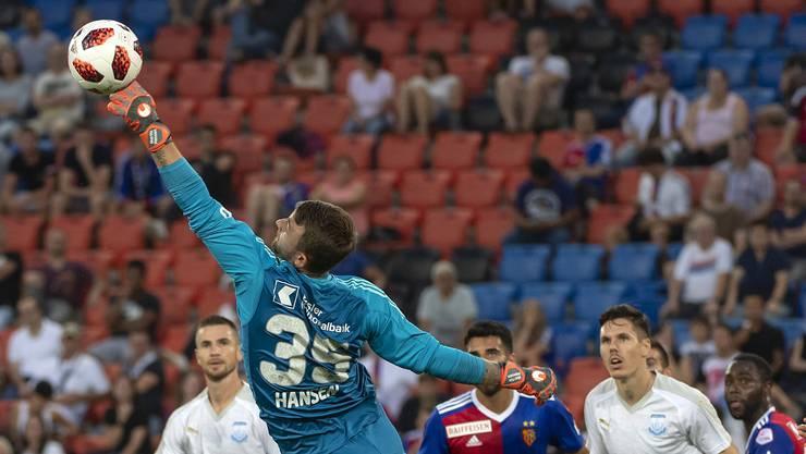 Statistisch vereiteln die FCB-Goalies (hier Martin Hansen) mehr Torchancen als YB-Goalie von Ballmoos.
