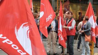 Der VPOD protestiert für Bozena Domanska (mitte).