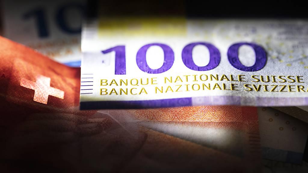 Die Zahl der Millionäre steigt in den Kantonen Zug und Schwyz an. (Symbolbld)
