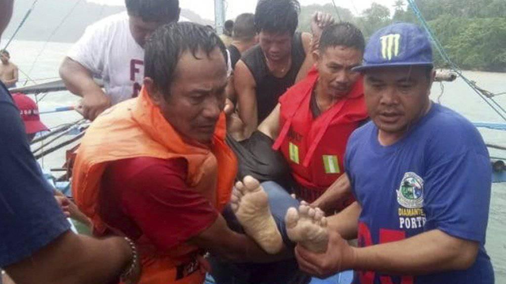 Bei mehreren Bootsunglücken in den Philippinen sind mindestens 25 Menschen ums Leben gekommen. Sechs werden noch vermisst.