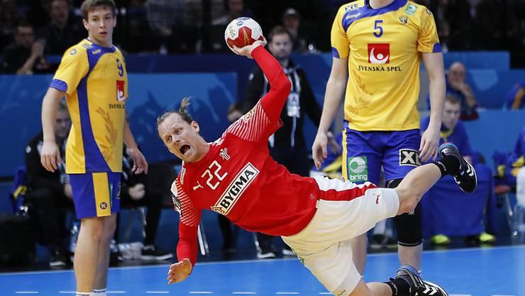 Dänemarks Kasper Sondergaard Sarup trifft gegen die Schweden