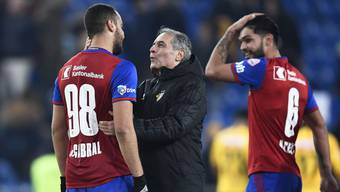 Schiesst Rückkehrer Arthur Cabral (links) die Sorgen von Marcel Koller (Mitte) weg?