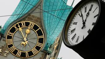 In der Nacht auf Sonntag werden die Uhren wieder um eine Stunde zurückgestellt.