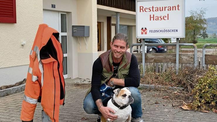 Remiken, 27. Oktober: Der Riniker Kevin Rünzi, 39, will dem verwaisten Gasthof neben dem Zoo als «Chevy's Road Stop» neuen Glanz verschaffen.