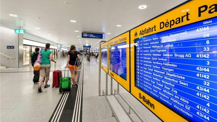 Zürcher S-Bahn-Passagiere müssen sich ab 13. Dezember auf einen völlig neuen Fahrplan einstellen.keystone