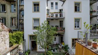 Der renovierte Hinterhof erinnert an eine Piazza.