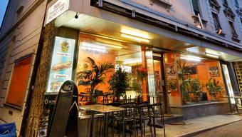 In diesen Kebab-Laden flüchtete der Mann aus Sri Lanka vor den Rechtsextremen. andre albrecht