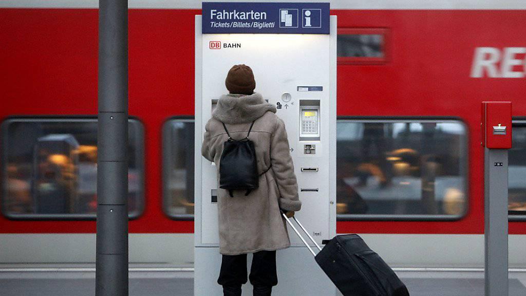 Warum es bei dem Billettautomaten am Bahnhof der deutschen Stadt Halle zur Explosion kam, war vorerst unklar. (Symbolbild)