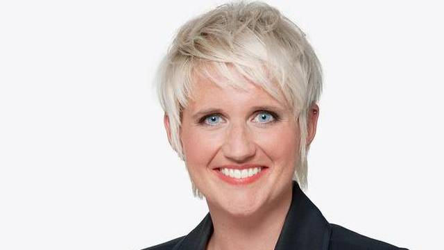 TV-Moderatorin Steffi Buchli kann auch mal ruhig sein (Bild: SF/Archiv)
