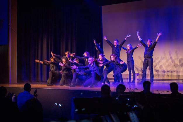 Dass auch die Musikgesellschaft sportlich sein kann, wurde anhand eines irischen Tanzes demonstriert.