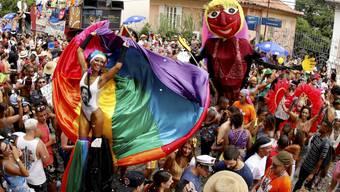ARCHIV - Vor einem Jahr konnten sie noch feiern: Eine Karnevalsparade in den Straßen von Santa Teresa. Foto: Marcelo Theobald/GDA via ZUMA Wire GDA via ZUMA Wire/dpa